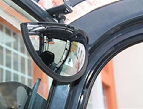 Panoramic rear mirror (std on Limited edition)
